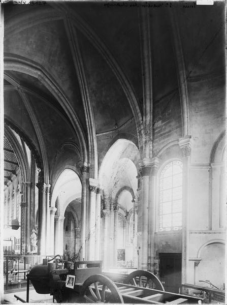 Intérieur, chapelle absidiale : fardier de Cugnot