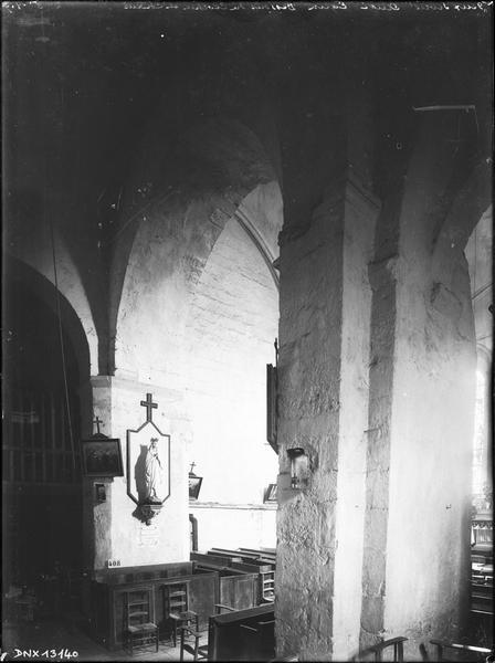 Intérieur : dessous du clocher et choeur