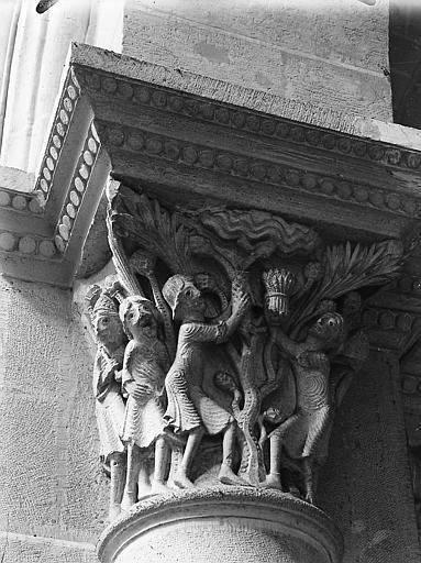 Chapiteau sculpté de la nef