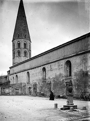 Eglise. Clocher et corps de bâtiment