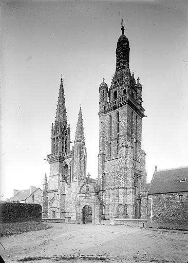Clocher à flèche gothique et tour-clocher Renaissance