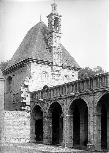 Portique d'entrée et chapelle