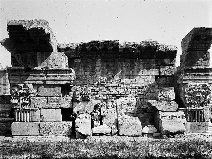 Vestiges romains, bas-reliefs