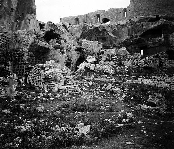 Ancien colombier et autres ruines