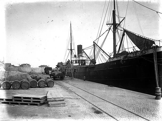 Bateau sur le port