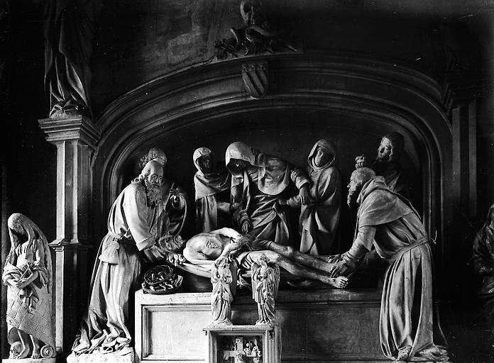 Statue: le Christ descendu de la croix