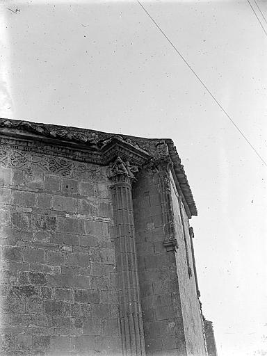 Deux colonnes engagées