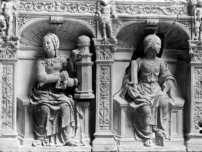 Tombeau du Maréchal de Chabannes-Lavallier, le représentant avec sa femme: vestiges