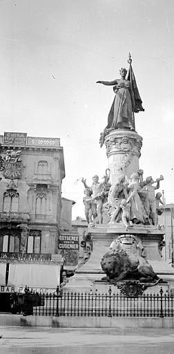 Statue: femme