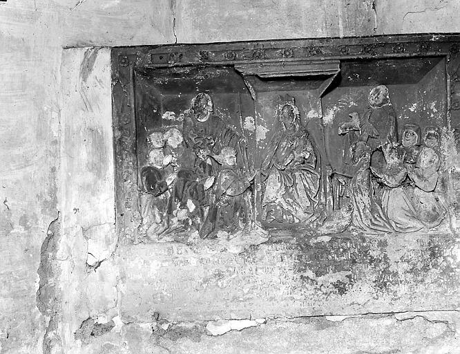 Bas relief: scène religieuse