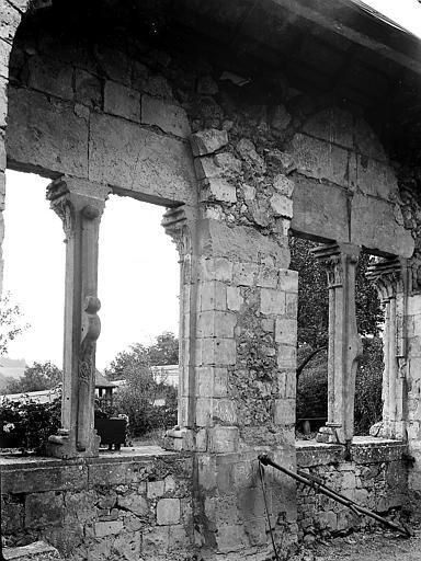 Salle: ruines des fenêtres