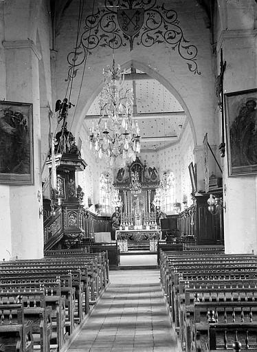 Nef et choeur: autel