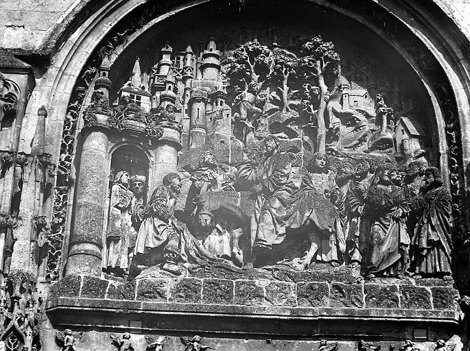 Bas-relief du portail