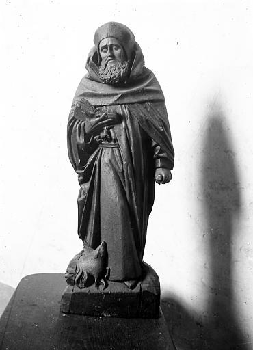 Statue: personnage religieux
