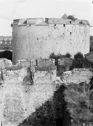 Donjon (supposé) et ruines