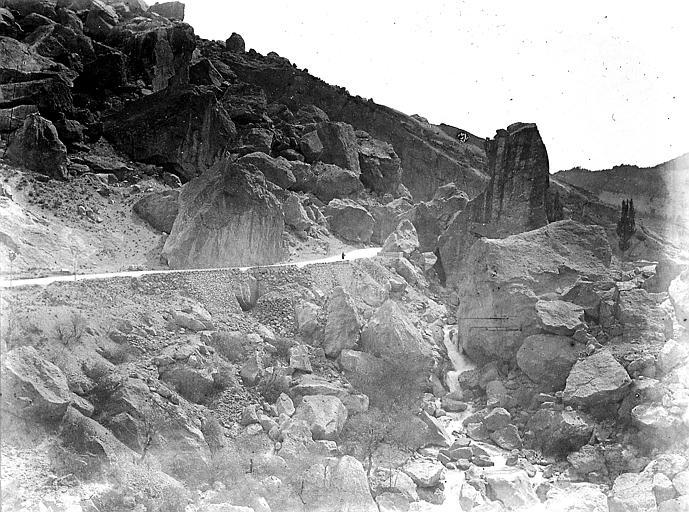 Rochers sur la route de Crest à Die