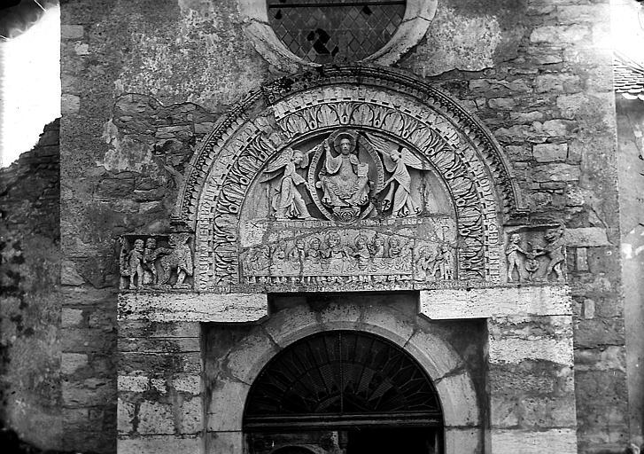 Portail ouest, tympan: Christ et anges