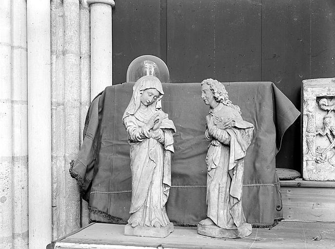 Deux statuettes: personnages religieux