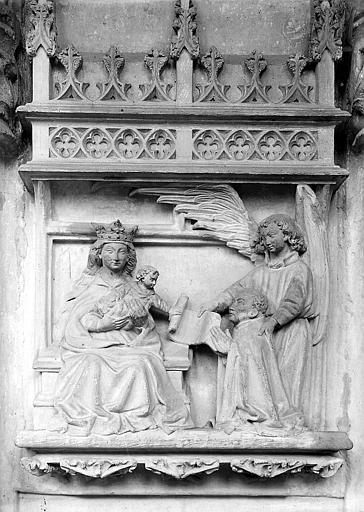 Bas-relief: Vierge à l'enfant et ange