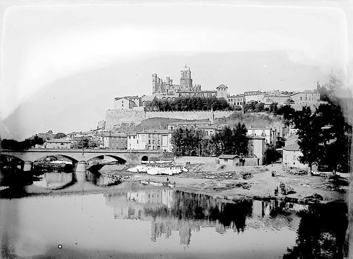 La cathédrale se reflétant dans l'Orb: vue prise depuis le pont du Chemin de Fer