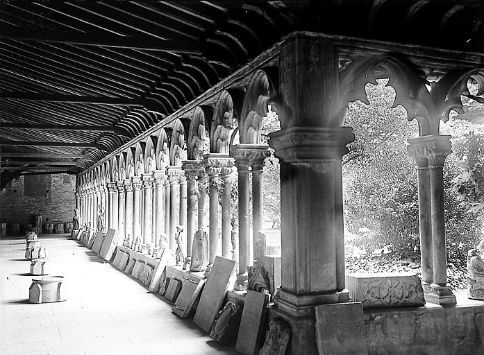Galerie du cloître : sculptures diverses