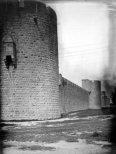 Front nord-est des remparts, de la tour de Villeneuve vers la porte de la Gardette