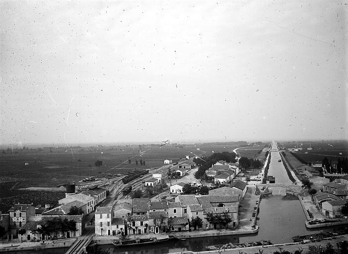 La ville: vue d'ensemble à l'extérieur des remparts