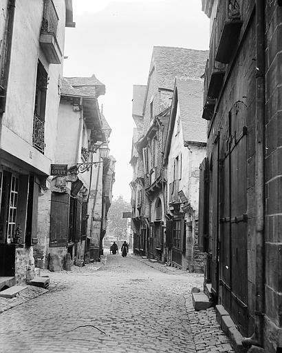 La rue Baudrairie au croisement avec la rue du château