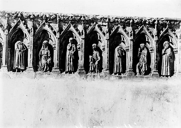 Bas-relief sculpté