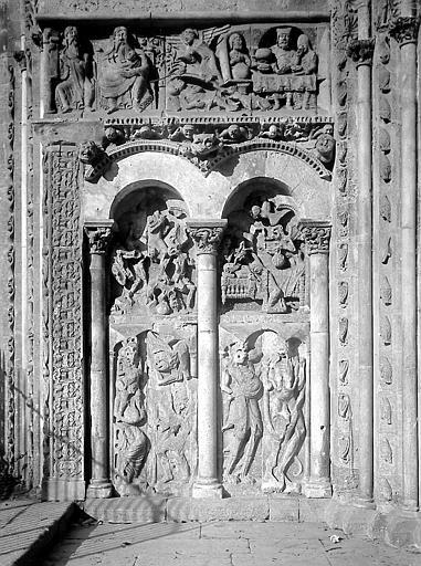 Portail, bas-relief gauche: Jugement Dernier