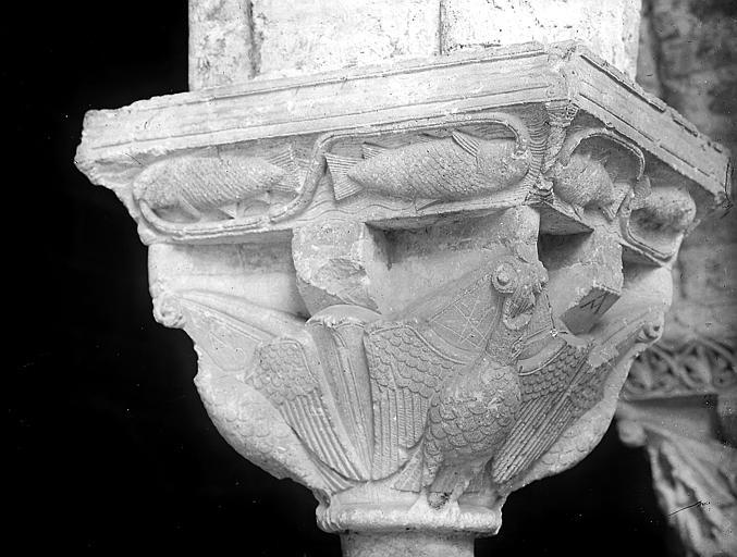 Chapiteau de la galerie nord, oiseaux et poissons: détail