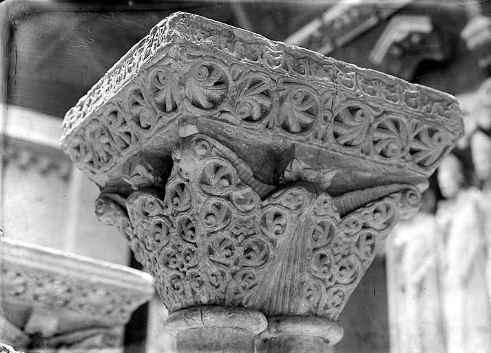 Chapiteau sculpté: détail