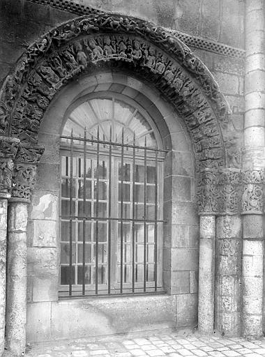 Façade ouest: portail latéral