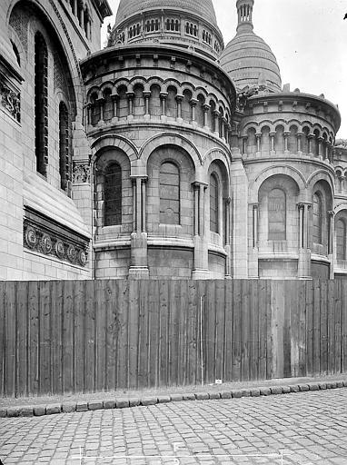 Chapelles absidiales en premier plan