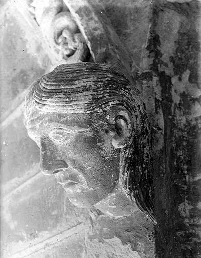 Chapiteau: tête d'homme