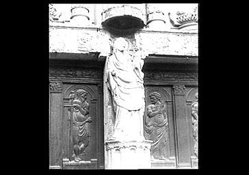 Statue (grandeur nature) : Vierge à l'Enfant du trumeau du portail occidental