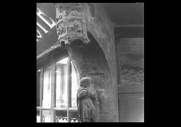 Statuette d'angle, pèlerin de saint Jacques