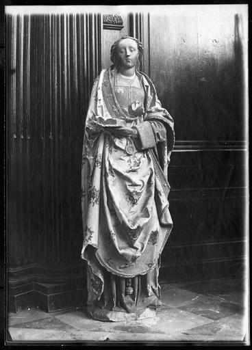 statue : Sainte Agnès