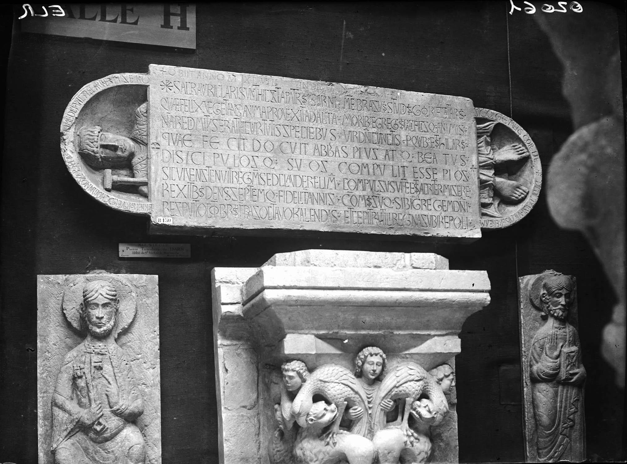 Dalle funéraire de l'abbé Isarn