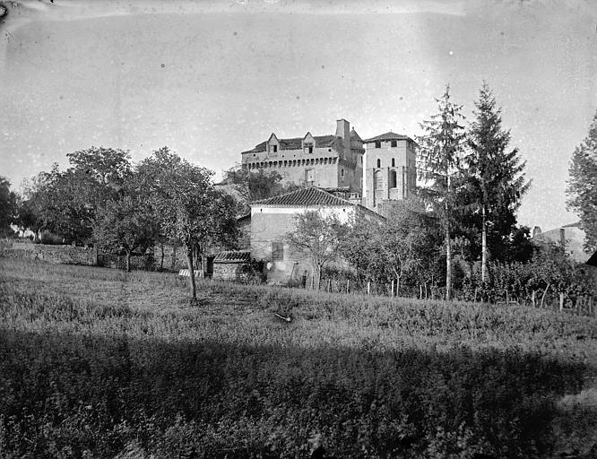 Château et église de Varen