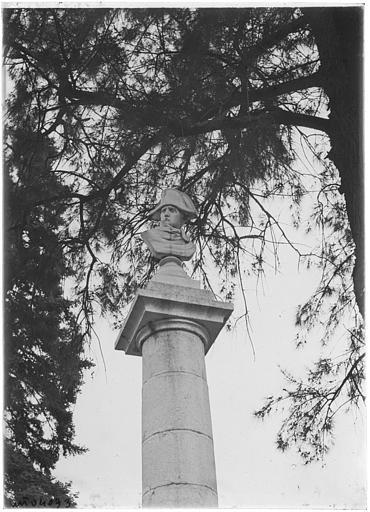 Colonne surmontée du buste de Napolélon Ier