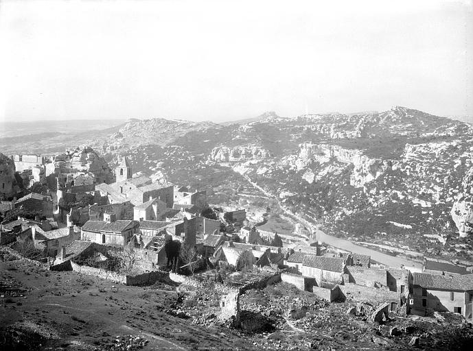 Le village d'Olmetto, vue d'ensemble; couvent Saint-Antoine sur la gauche du cliché