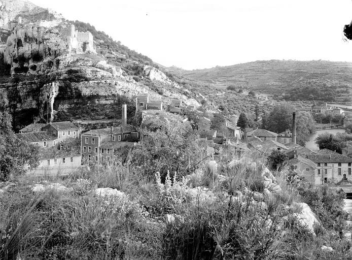 Vue générale du village et des ruines