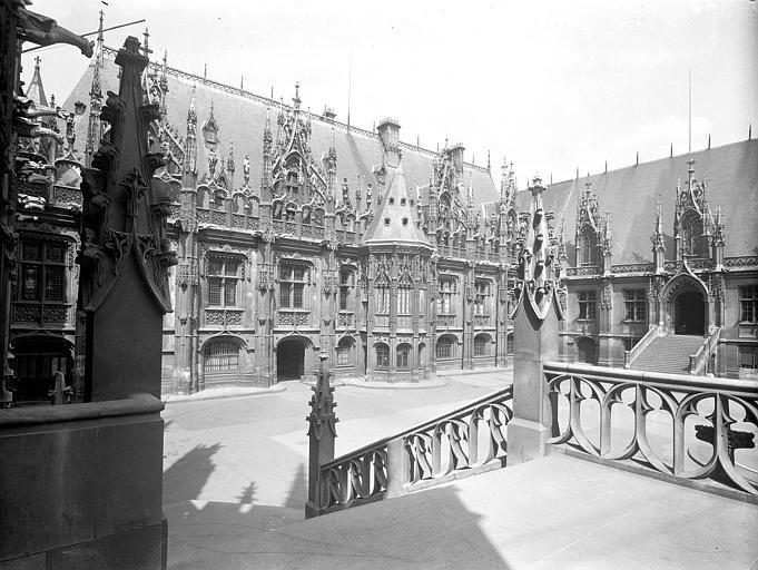 Vue des façades depuis la cour intérieure