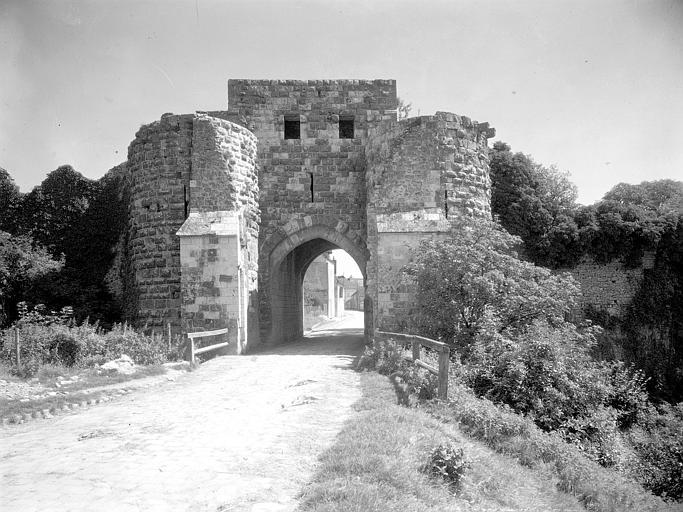 Porte Saint-Jean vue de l'extérieur des murs