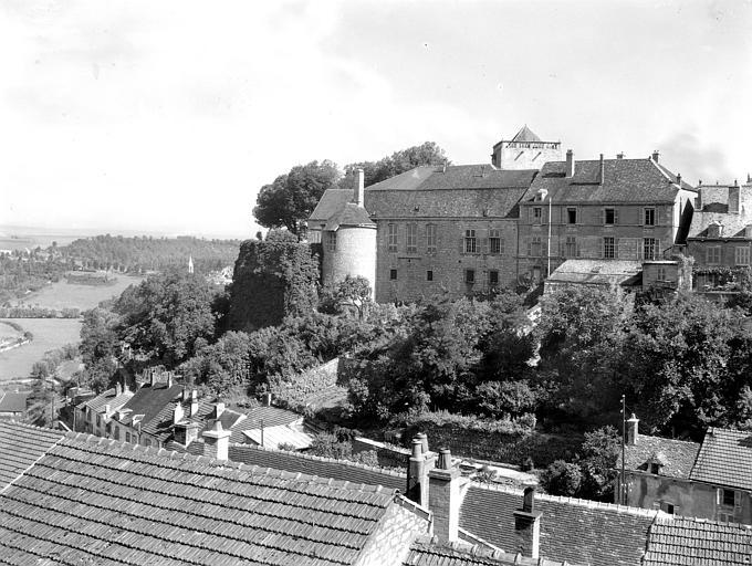 Vue générale, faubourg des Tanneries au premier plan