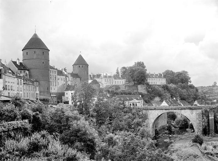 Vue du château et de l'Armançon