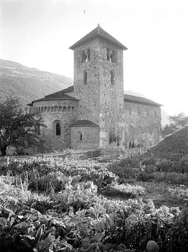 Ensemble nord-est de l'église : clocher et chevet