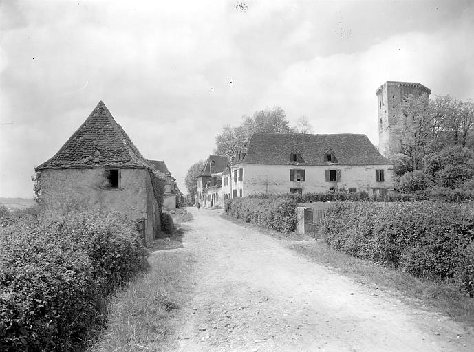 Perspective sur la vieille ville, château en arrière-plan