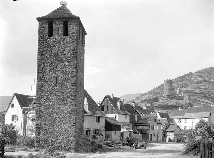 Tour du XIVe, donjon en arrière-plan